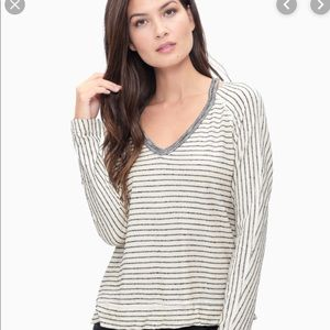 Splendid top in grey and white